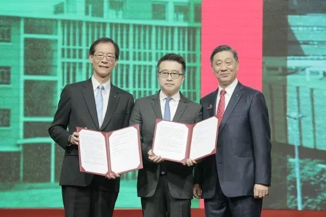 The Hong Kong Polytechnic University (PolyU) and AMTD Group Company co-signed a strategic partnership memorandum announcing to establish AMTD FinTech Centre of PolyU at PolyU's 80th anniversary